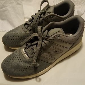 Pre owned New Balance women's size 8